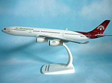 Air Madagascar Airbus A340-300 1/200 scale desk model new Herpa Snapfit