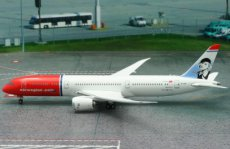 Norwegian Boeing 787-9 `Greta Garbo` EI-LNI 1/400 scale desk model Phoenix